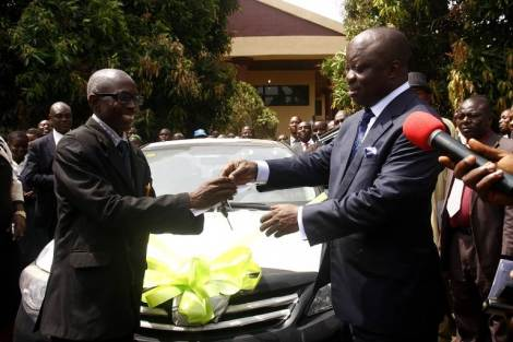 Uduaghan Fetes School Teacher, Students With Car, iPADs