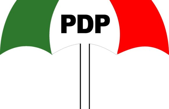 Breaking News>>> 2015: PDP Hands Over Party Structures to Govs
