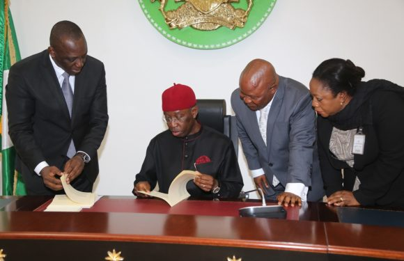 Delta 2017 Budget: Gov. Okowa Signs N294.5 Bn Appropriation Bill Into Law