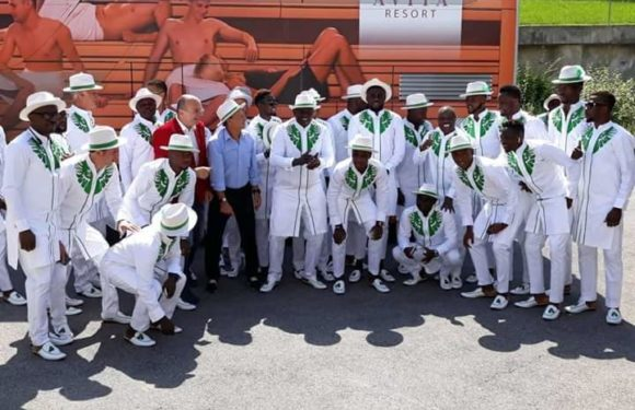 """Despite Poor World Cup Play, Super Eagles Win """"Best Fashion Team"""" Award In Russia"""