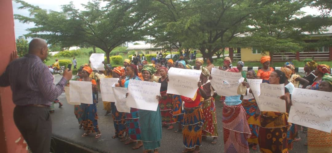 ISOKO WOMEN PROTESTS AGAINST RELOCATION OF 100 LEVEL ENGINEERING STUDENTS FROM OLEH CAMPUS TO ABRAKA