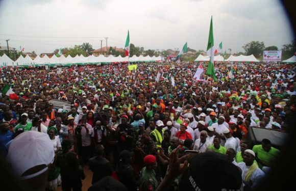 Deltans Celebrate Okowa's Feat In Ughelli South, Ukwuani, Ethiope East   … Gives N2 Mn To Baby Born At Rally Ground