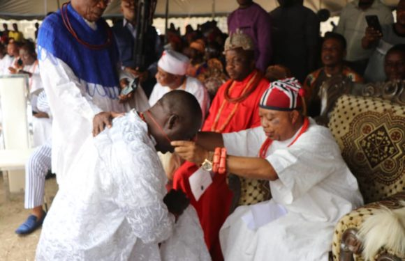 UZERE MONARCH INSTALLS 18 NEW MEMBERS OF COUNCIL OF CHIEFS