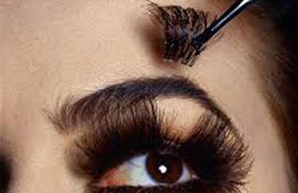 ARTIFICIAL EYELASHES: OPTHALMOLOGIST, BEAUTICIAN WARN AGAINST FIXING THEM