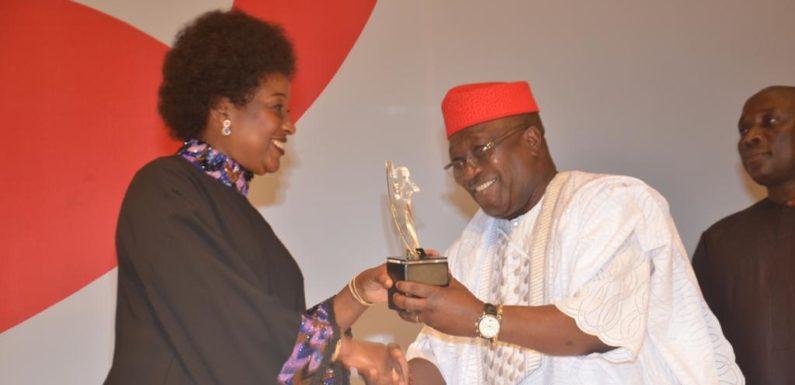 Bashorun Askia Lifts DESOPADEC Laurel At  Independent Newspapers Awards